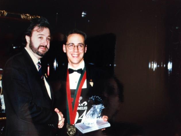 """""""Chartier juste après avoir remporté le concours a Paris en 1994 avec l'un de ses mentors de l'époque, le sommelier français Philippe Faure-Brac."""""""